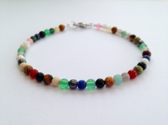 Multicoloured semiprecious bracelet with clasp