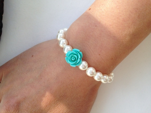 Pretty white pearl bracelet with turquoise resin flower, perfect for a flower girl gift. Also available in different colours.
